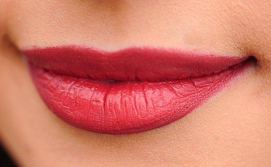 Dlaczego tak rzadko jesteśmy zadowolone z makijażu ust?