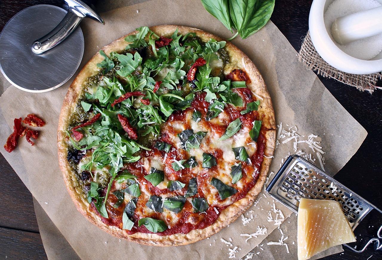 Dlaczego warto zamawiać pizzę bez wychodzenia z domu?